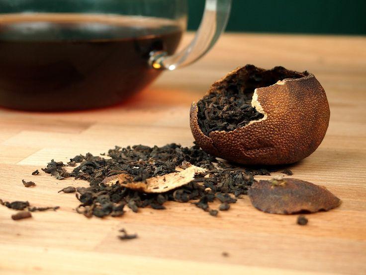 Vkládání čaje a následné sušení v kůře mandarinky je v Číně známé a užívané tisíce let. Mandarinková kůra dodá, jinak zemitému a drsnému, Pu-Erhu jemnou a lahodnou citrusovou chuť a vůni.  http://www.kralovstvichuti.cz/caj/cerne-caje/pu-erh-v-mandarince
