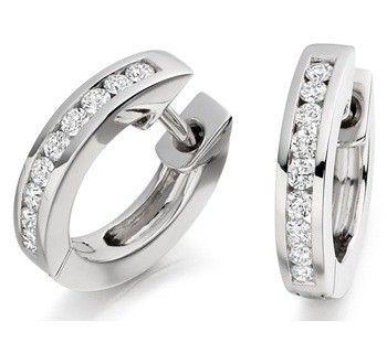 pendientes con forma de aro, en oro blanco y diamantes