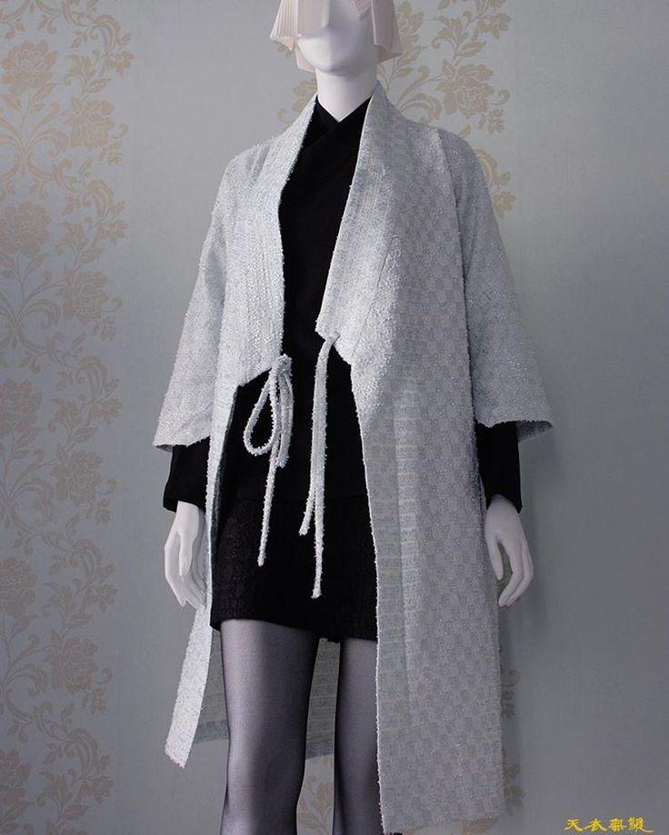 봄을 부르는 {꽃구름} 비대칭 W더블유 두루마기   천의무봉이 항상 여러분들을 응원합니다  천의무봉은 한번 입고마는 옷이 아닌  오래도록…