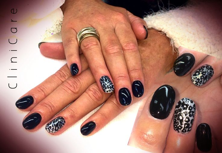 Black acrylic nails with silver leopard - acryl nagels zwart met luipaard print zilver @ CliniCare
