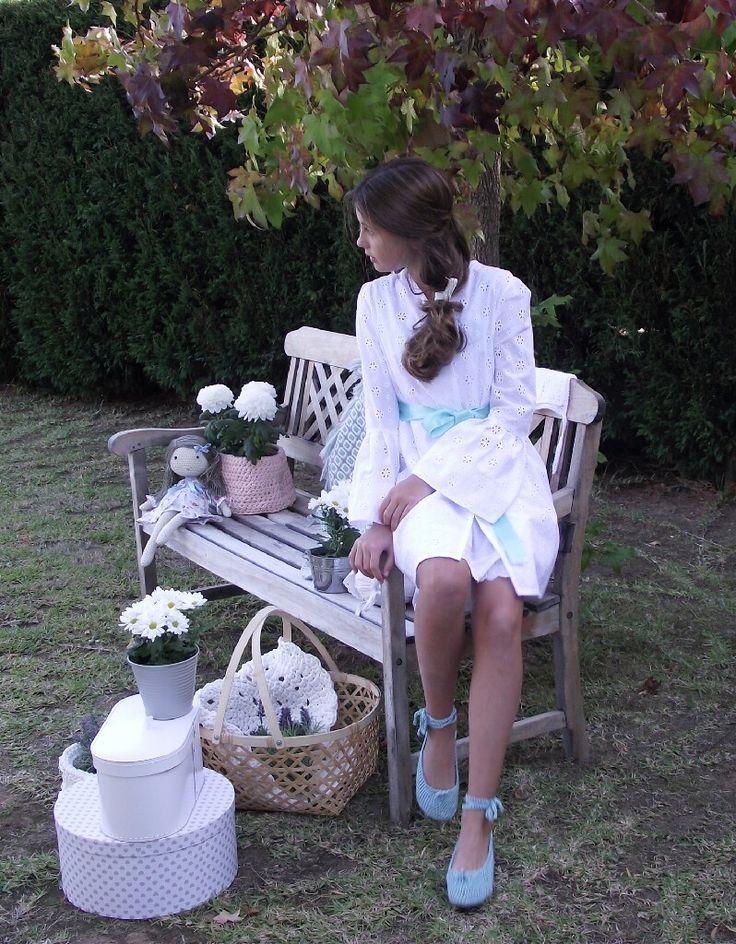 Batas y Camisones hechos a mano para niñas. Moda infantil hecha en España. Vestidos de confección artesanal.