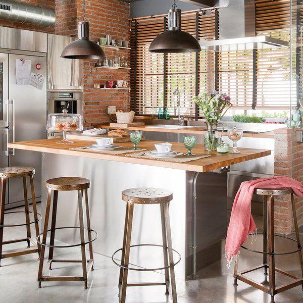 Industrial, tradicional, retro, moderna… Sea como sea la cocina, si tienes hueco, una isla se adapta al estilo que te guste. Como barra de desayunos, como zona de trabajo o con la placa o el...