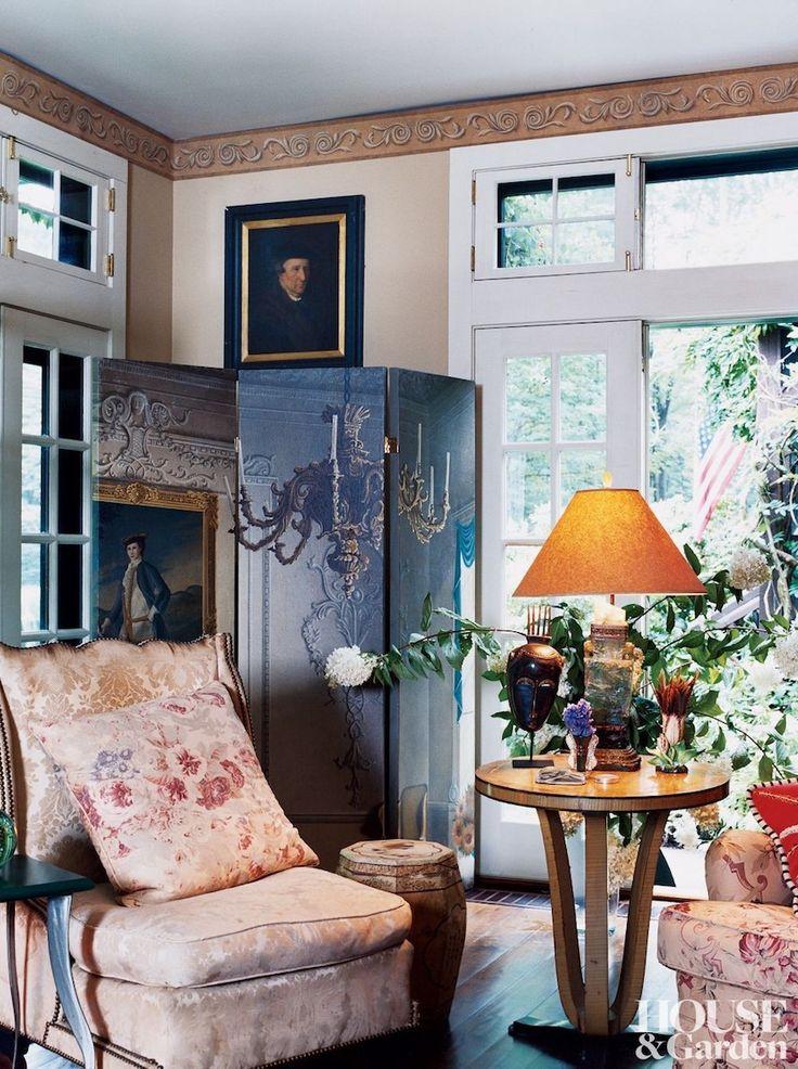Gi Room Design: Living Room Corner + Vintage Damask Upholstery