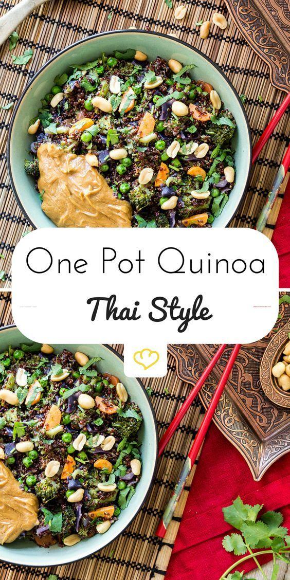 One Pot Quinoa 'Thai Style' mit Erdnusssauce Erdnussbutter macht alles ein bisschen besser. Und verwandelt sich mit Reisessig, Sojasauce und Chiliflocken zum perfekten Begleiter für Quinoa, Rotkohl und Brokkoli. Thailändisches Superfood!