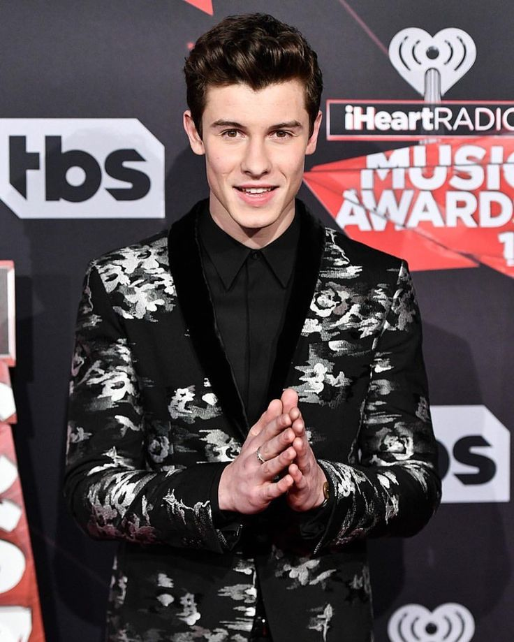 """955 Me gusta, 1 comentarios - Shawn Mendes Updates (@shawnmendesupdates1) en Instagram: """"March 5: photos of @shawnmendes on the red carpet at the iHeartRadio Music Awards in Los Angles, CA…"""""""