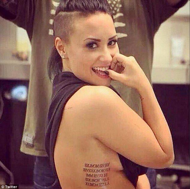 Neue Tinte: Demi Lovato hat ihre Tattoo-Sammlung um die römischen Ziffern der Geburtstage ihres Familienmitglieds erweitert