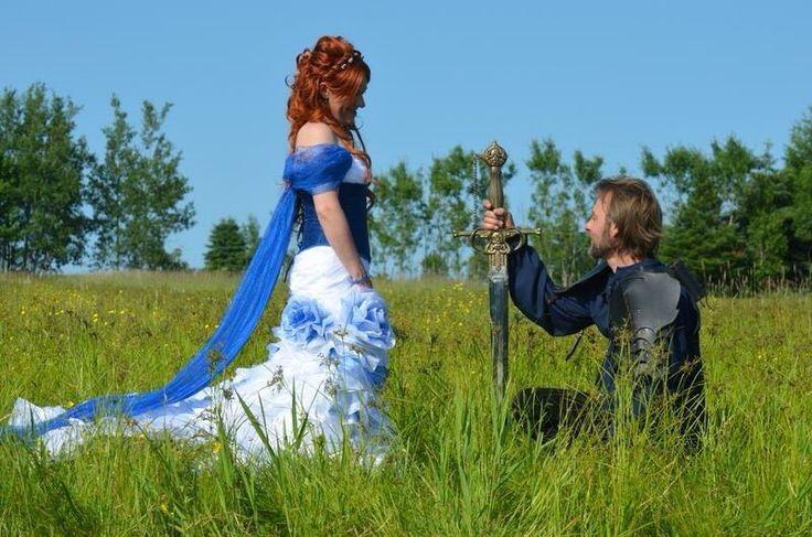Mariés médiévaux-victoriens-steampunk bleus