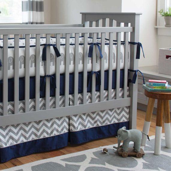 Literie de bébé garçon : Éléphants bleu marine et gris 4 pièces lit literie ensemble par des conceptions carrousel