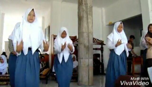������ Sundanese traditional dance, . . . . . #dance #art #traditional #group #student #school #nation #choreography #like4like #video #artistic #cool #uniform #ekskul #nice #culture #westjava #east #girly #feminine #female #girl #women #young http://butimag.com/ipost/1562298462920601915/?code=BWuZiyzhXE7