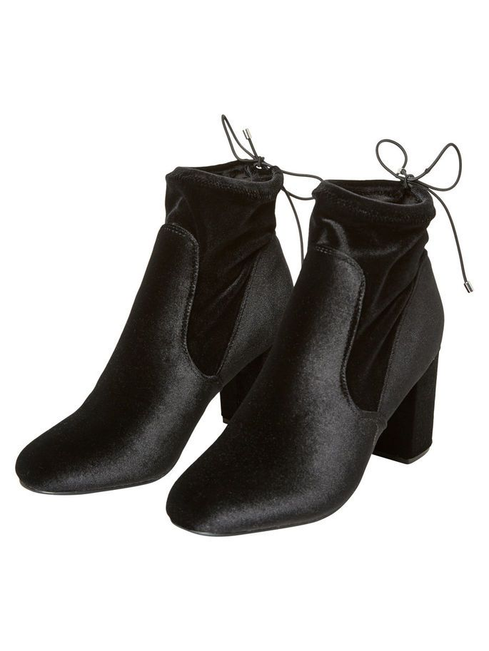 Detailed ankle boots