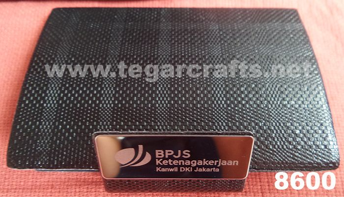 8600: A Business Card Holder for an exclusive souvenir ordered by Badan Penyelenggara Jaminan Sosial Ketenagakerjaan Kantor Wilayah DKI Jakarta  (BPJS Kanwil DKI Jakarta), Jakarta Indonesia. Rough texture similar to leather snake with separate opener of the lid. The right choice to serve as a banks souvenir or government agencies. Ideal also to serve as the exclusive merchandise or to be given to customer when you visited them.