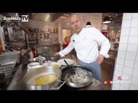 """Paolo Cacciani, chef e patron del ristorante """"Cacciani"""" di Frascati (via Armando Diaz 15, tel.06-9401991), nella cucina dell'osteria di Eataly sv..."""