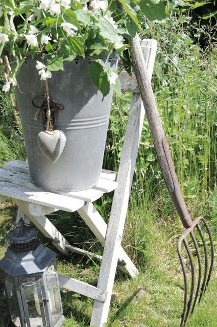 Best 25 outside decorations ideas on pinterest - Weeding garden make work easier ...
