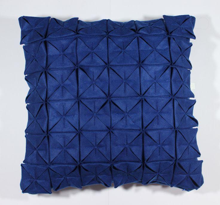 Almofada Origami Azul royal Tamanho 45x45cm Contato:delasdecor@gmail.com