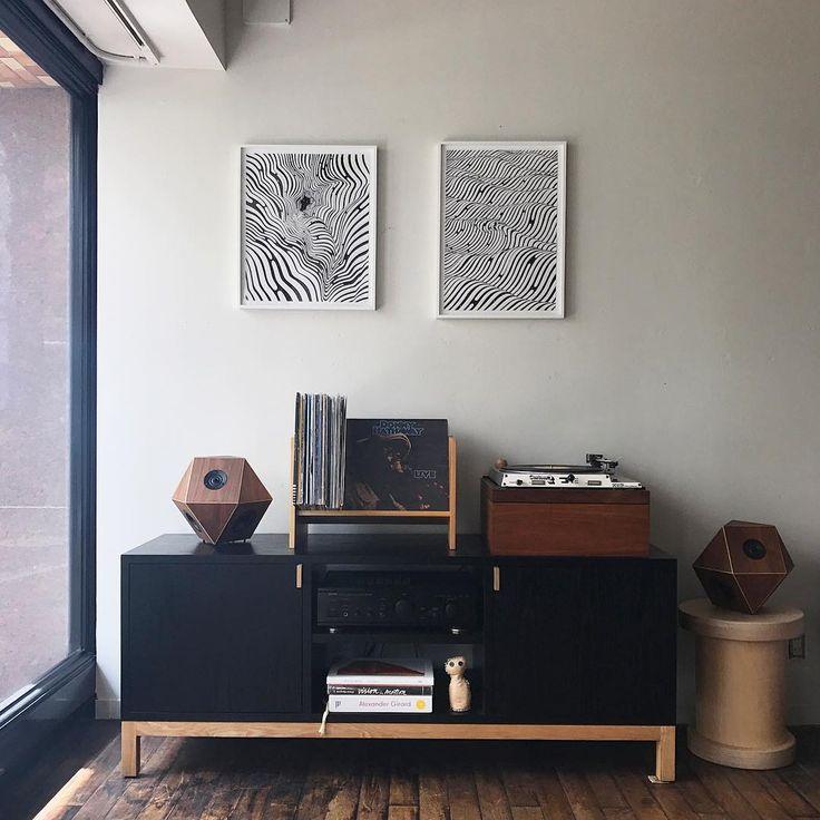 模様替えをしました 店内の音はアメリカのラジオ局で使われていた古いレコードプレイヤーと奈良県sonihouseさんのスピーカーを介しています #playmountain