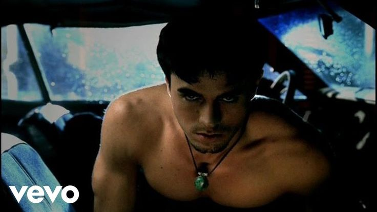 What was it about having motorcycles in videos? lol It was incredible to hear older songs live ... - Enrique Iglesias - Escape