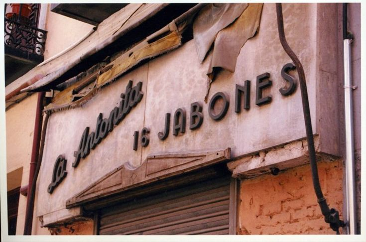 SPAIN : Vernacular Typography