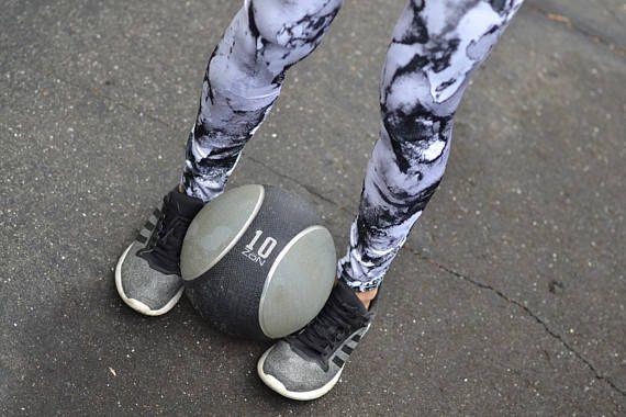 Leggings de sport ou de yoga gris et noir aquarelle imprimé