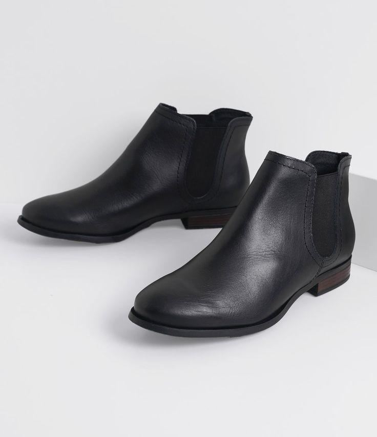 Bota feminina  Modelo cano curto  Chelsea  Marca: Bottero  Material: sintético       COLEÇÃO INVERNO 2016     Veja outras opções de    botas femininas.