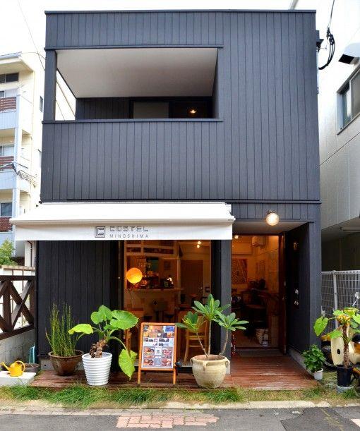 福岡市内にある数少ないゲストハウスのひとつ「コステル美野島」。1階にはカフェ・バーがあり、イベントなども行う。最近ではアラタ・クールハンドさんトークショーなど。