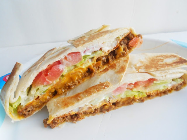 use refried beans instead of beef - this would be super good!!Sour Cream, Recipe, Black Beans, Ground Beef, Food, Crunchwrap Supreme, Tacos Belle, Ground Turkey, Homemade Crunchwrap