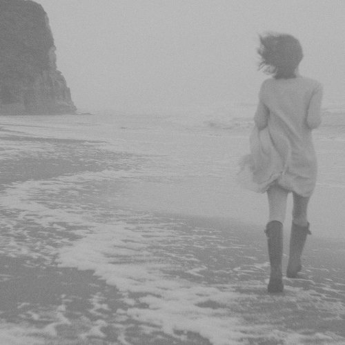 wishflowers:    black-and-white:    NorCal girl (by heather ~)    took the day off today andheading outto the city (aka San Francisco) and maybe hang out at Chrissy Field or Ocean Beach, weeeeeee!!!!!