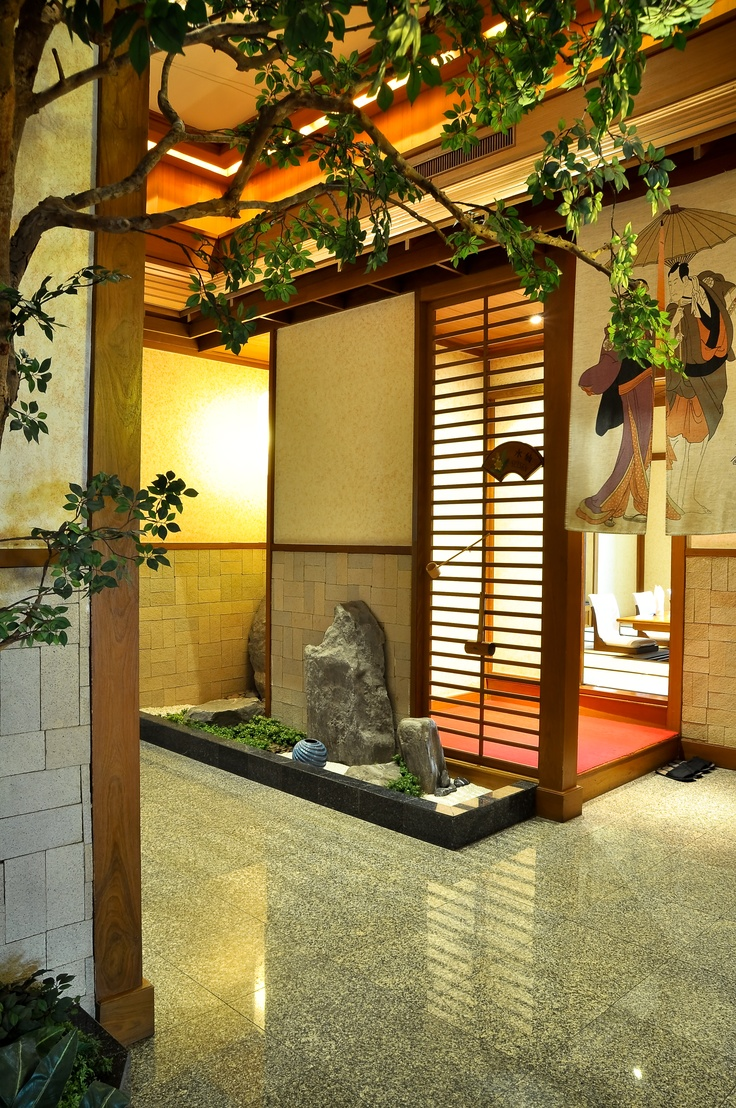 Part of the restaurant when Ginta is there for the sushi bar // Japanese restaurant view