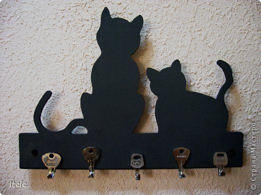 Поделка изделие Выпиливание Ключница Серые кошки  фото 1