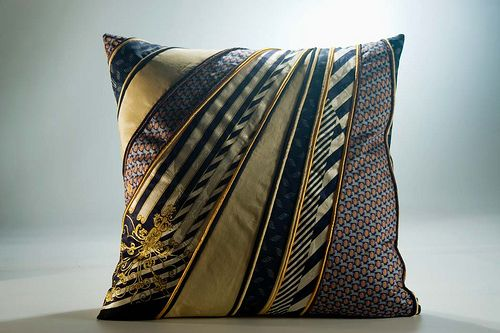 Pillow with Ties and piping