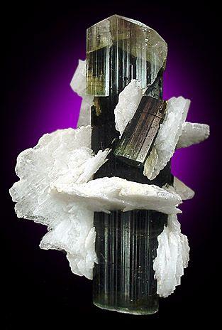 Prismatic Elbaite in Cleavlandite - The Mineral and Gemstone Kingdom / Mineral Friends <3