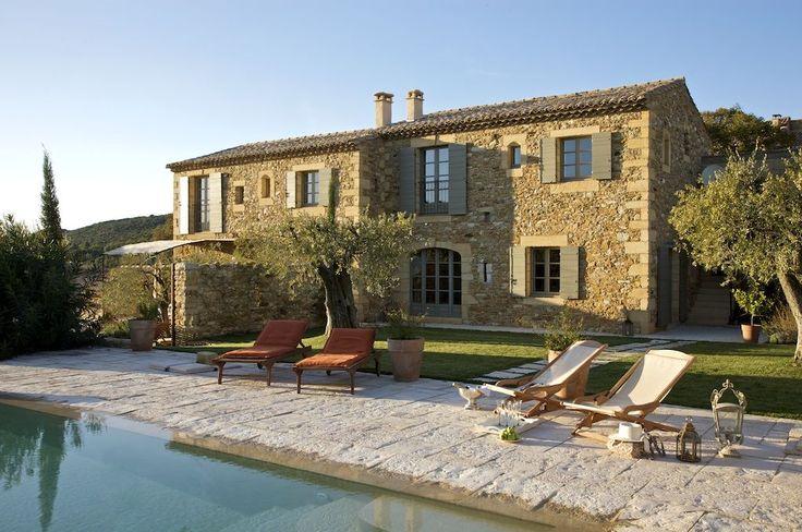 Uzès et Pont du Gard, Mas de vacances avec 8 chambres pour 16 personnes. Réservez la location 610283 avec Abritel. Près d'Uzès - Mas en bordure d'un hameau pittoresque - prestations haut de gamme