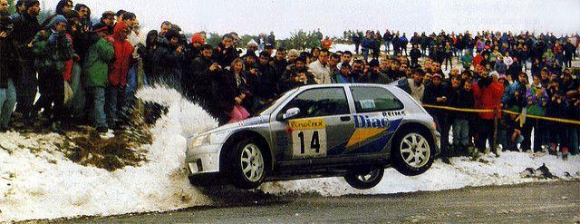 Jean Ragnotti. Ein Fahrer, der zumeist mit Renault und einem spektakulären, aber sehr schneller Fahrstil in Verbindung gebracht wird. Trotz Frontantrieb im Renault Clio Kit Car fuhr der Franzose in ... weiterlesen