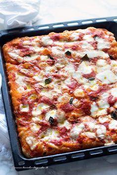 Pizza in Teglia: Ricetta Semplice e soffice (Tutti i segreti!)