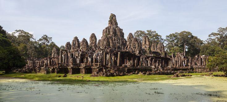 Bayon,_Angkor_Thom,_Camboya,_2013-08-17,_DD_37.JPG 5,533×2,499 pixels