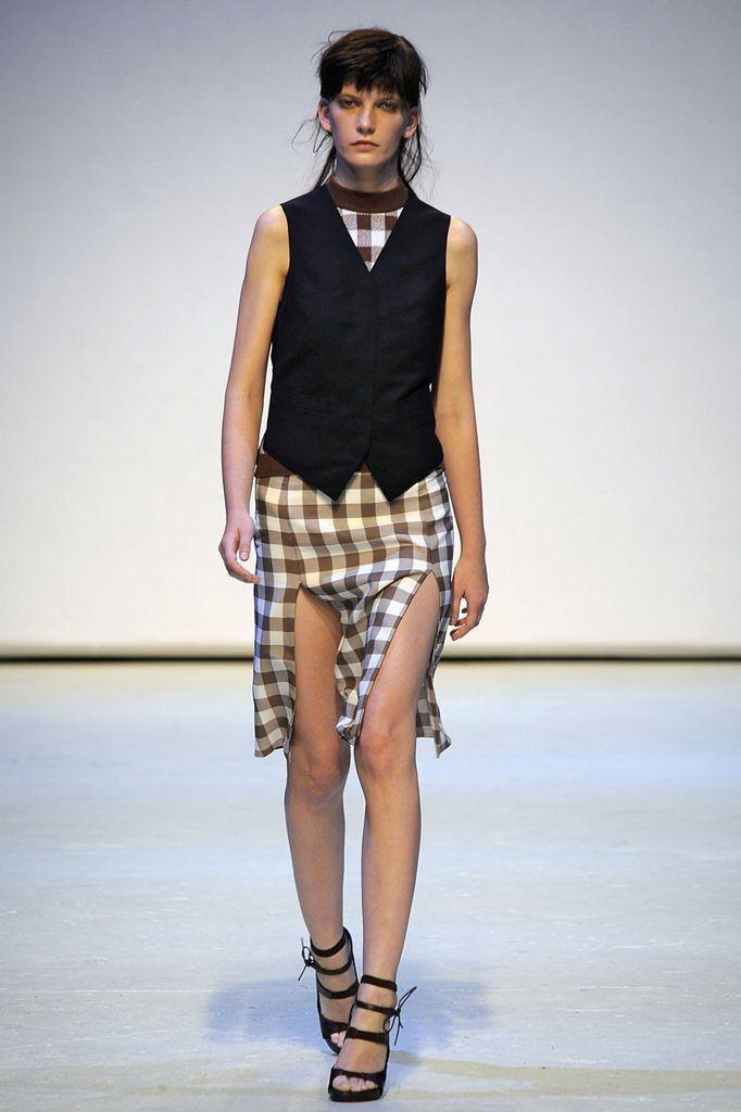 London Fashion Week Frühjahr/Sommer 2010: Zarte Karos geben Christopher Kanes Kollektion eine sinnlich-romantische Note