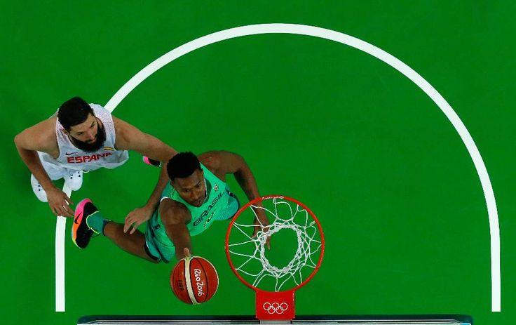 Brasil conquista vitória emocionante sobre a Espanha no basquetebol masculino