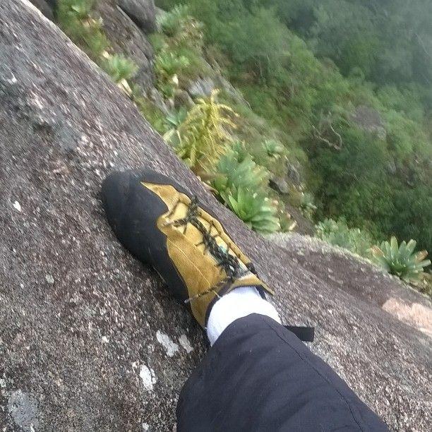 Toca pra cima. Escalada no Morro do Gato. Salinas, Nova Friburgo. #escalada #climb #climbing #Adventure #guiadeturismo #pitbullaventura #montanha #salinas #montereylocals #salinaslocals- posted by PitBull Aventura https://www.instagram.com/pitbullaventura - See more of Salinas, CA at http://salinaslocals.com