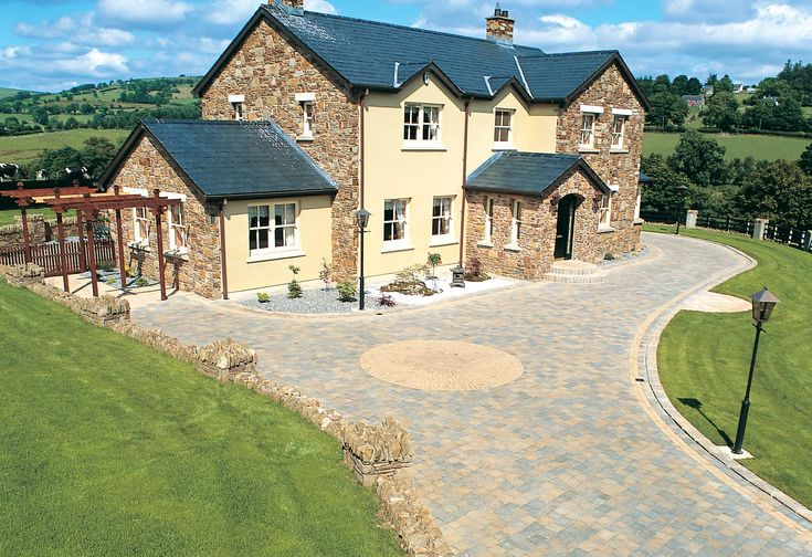 Tegula Bracken with Tegula Circle and Setts Golden