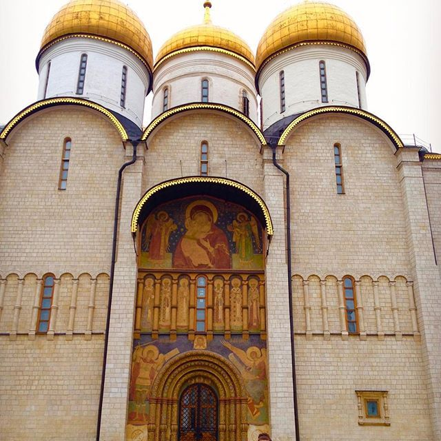 : being dwarfed by the beautiful Dormition Cathedral inside the Kremlin ⛪️ #thegirlswhowander #dormitioncathedral #Kremlin #Moscow #Russia