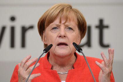 """Меркель сравнила вхождение Крыма в Россию с расколом Германии       Канцлер ФРГ Ангела Меркель заявила, что Берлин не может смириться с принадлежностью Крыма России. «Если я слышу, например, что нужно просто признать аннексию Крыма Россией, я думаю: что случилось бы, если к нам тогда в ГДР было такое отношение: """"Германия расколота, тут ничего не изменить""""», — считает немецкий лидер."""