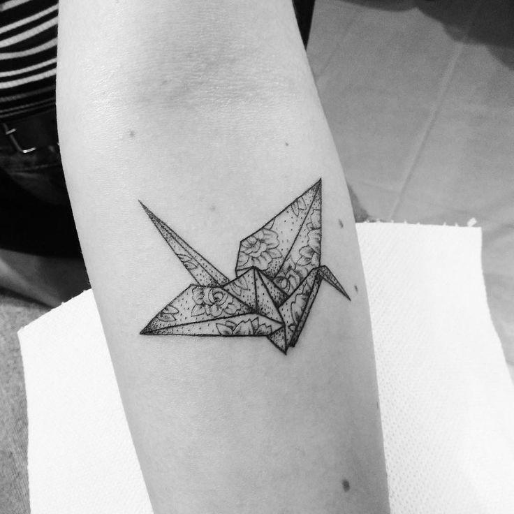 🌹#tattoo #tatuaggio #origami #swan #cigno #origamitattoo #roses #rosestattoo #avambraccio #womantattoo