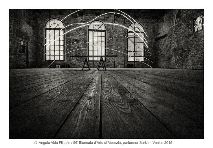 https://flic.kr/p/NS3sGm   56' Biennale d'Arte di Venezia, performer Sarkis / Venezia 2015