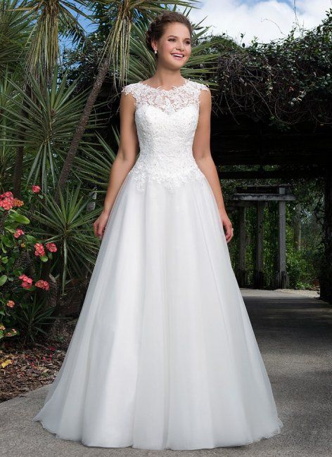 6127- Style:Ballgown, Princess, A Line Fabric:Tulle, Lace Colours:Ivory, White