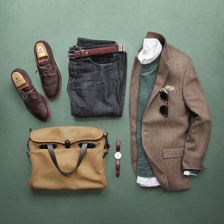 Sockless for spring. Oxford/Pullover: @grayers Denim: @shockoe_atelier Slim Como Shoes: Alden Longwing for @leathersoul Belt: @tannergoods Dress Belt Pocket Square: @kirikomade Blazer: @jcrew Sunglasses: @rayban Bag: @filson1897 Watch: @danielwellington by thepacman82