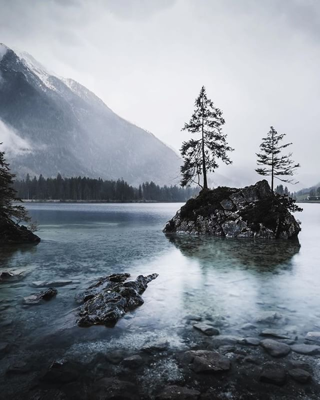Rainy days at lake Hintersee.  __________ #deinbayern #LostFam #sombrescapes #lifeofadventure #earthexclusive #theearthoutdoors #moodygrams #beautifuldestinations #folkmagazine #livefolk #folkgood #eclectic_shotz #artofvisuals #vibesofvisuals #visualcreators #killerselects #stayandwander #bevisuallyinspired #loaded_lenses #lensbible #traveldiary #ModernWild #fiftyshades_of_nature #wildernessnation #takemoreadventures #wesharethealps #roamersbavaria #visitbavaria #hiddenpeakadventures…