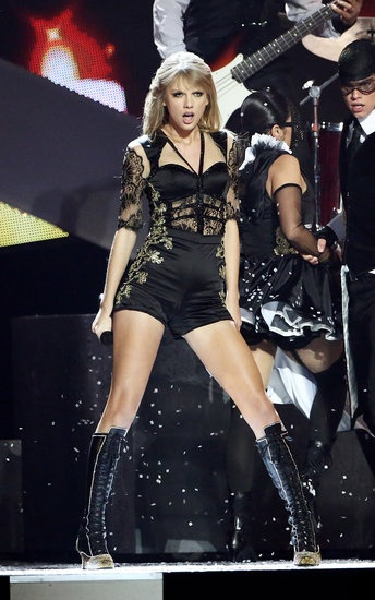 #TaylorSwift performed at 2013 Brit Awards at #O2 Arena, London on Wed night, Feb 20, 2013