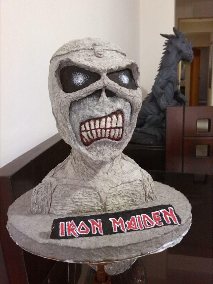 Eddie de Iron Maiden  x John Wayner López