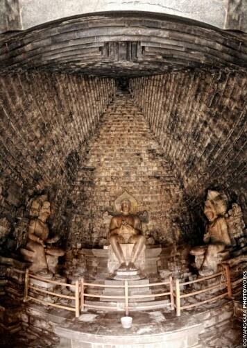 Mendut Temple Interior