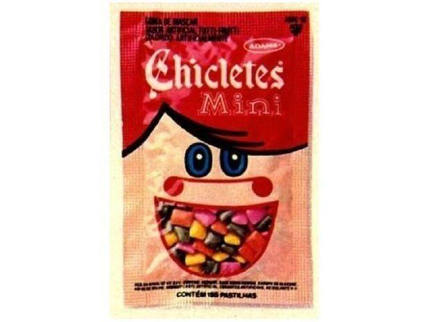 Você precisava comer basicamente o pacotinho inteiro de Mini Chicletes para conseguir fazer uma mísera bola.