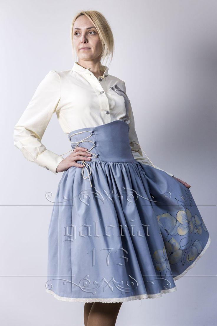 Fusta   corset Flori de cires, model unicat, realizata si pictata manual. Compozitie:   Bumbac 100%. Fusta se potriveste marimilor40 si 42 (datorita corsetul, fusta, se poate adapta si la   marimi mai mici).